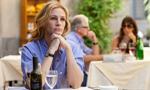 Julia-Roberts-in-Eat-Pray-001